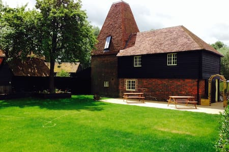 The Oast House, Darling Buds Farm - Maison