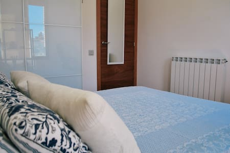 Cozy double room near train station - Lleida