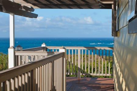 1 bedroom apt -hilltop 360° views - Governor's Harbour - Lägenhet