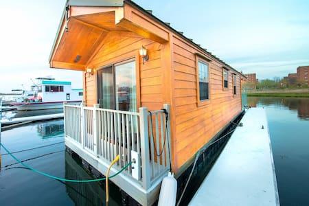 Rockaway Beach Floating Cabin - Queens - Haus