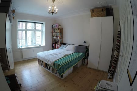 Lovely and spacious  room in central Århus - Aarhus - Apartamento