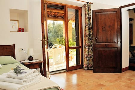 Two rooms in the country with pool - Todi