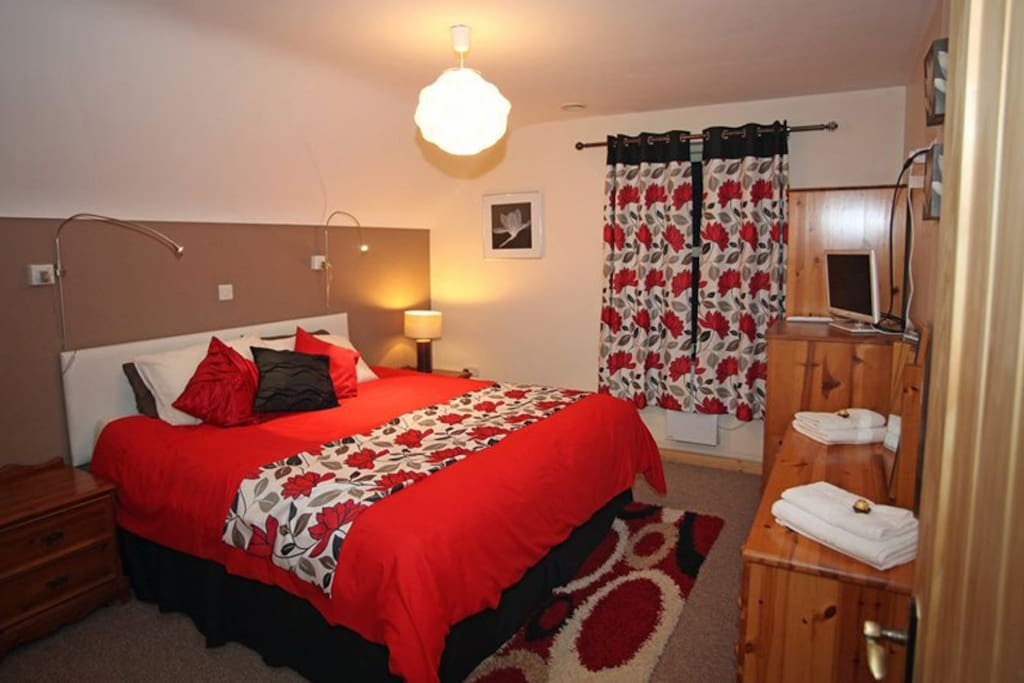 Master bedroom (sueprking bed) with ensuite shower