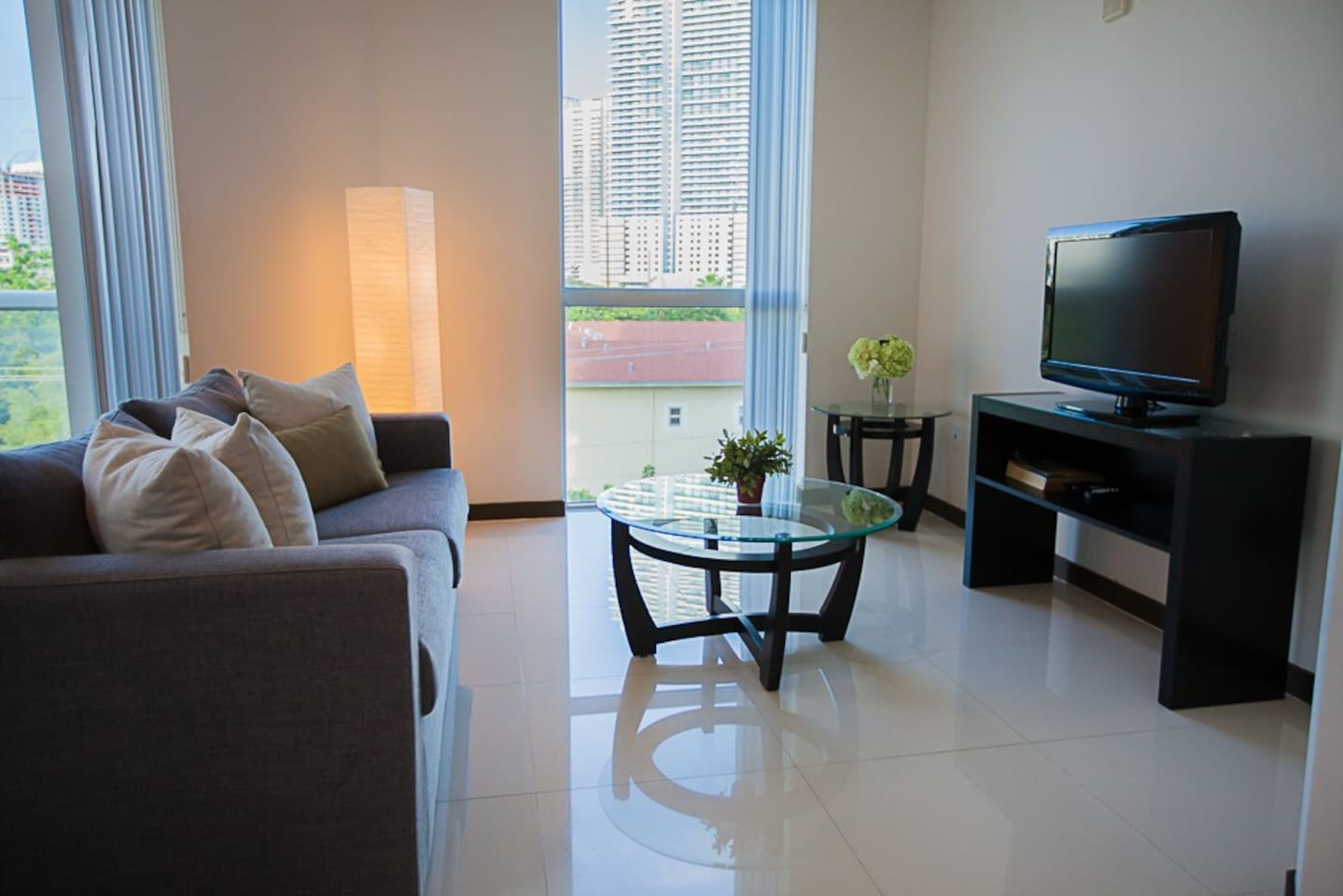 .LOCATED AT TOWER 1  .PENTHOUSE (9TH FLOOR)  .SOFA BED IN DINING ROOM AREA