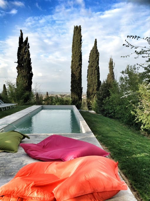 Swimming-pool with Cortona's view