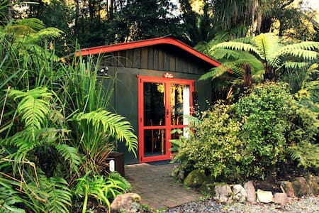 Tui Cottage nestled in the forest - Punakaiki - Kabin