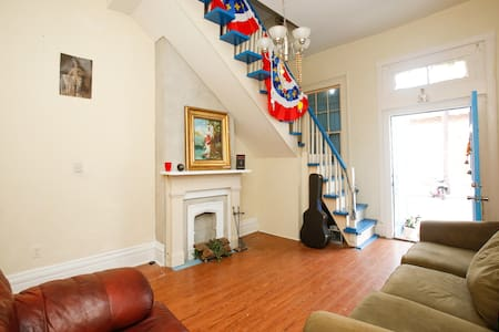 Room type: Shared room Bed type: Couch Property type: House Accommodates: 2 Bedrooms: 1 Bathrooms: 1