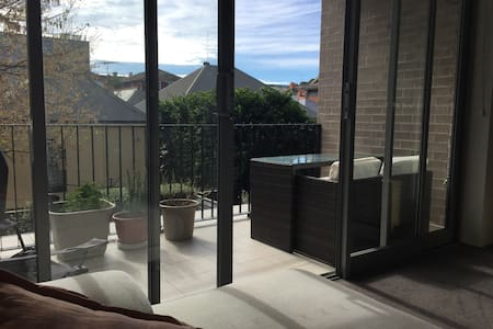 Perfectly located 2 bed apartment in Randwick - Randwick
