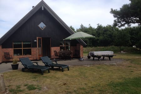 Lovely summerhouse at Fanø - Cabin