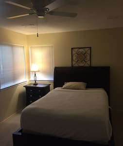 Comfortable room close to Downtown Princeton - Princeton - Αρχοντικό