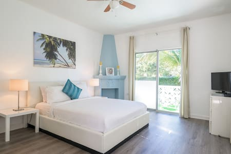 Charm 2BR/2BA at 5min to the beach - Pis