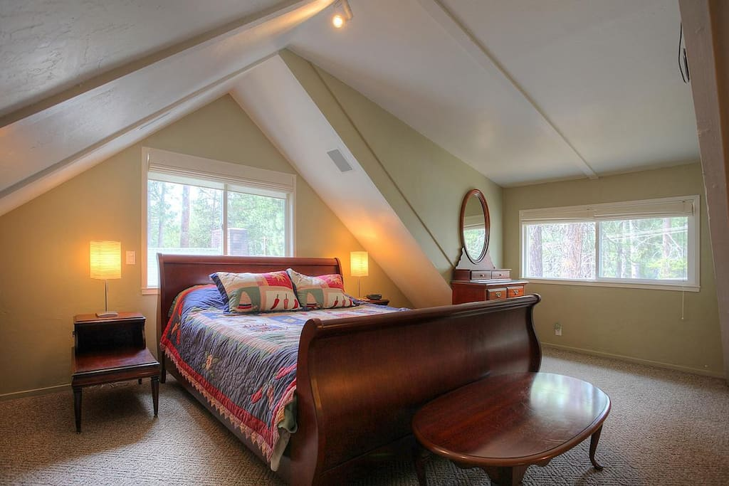 The master suite with a King size sleigh bed!