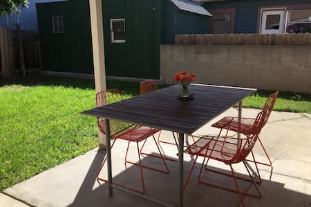 Charming One-Bedroom home in Uptown - Lakás