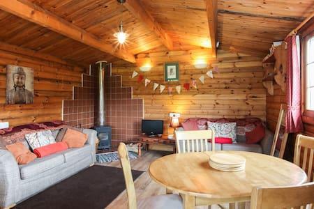Cosy Wood Cabin near Cheddar S/C