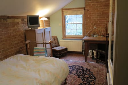 Cosy single room in family home, with b'fast - 2 - Oxford