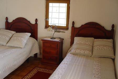 Habitacion individual en casa rural. - Llambilles - Inap sarapan