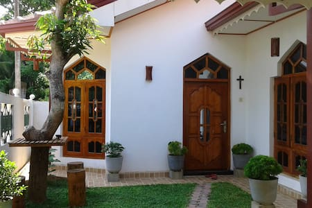House Of Dilly-Pvt Room/AC+Pvt B/Rm - Negombo