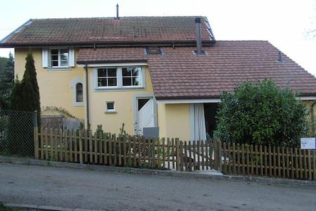 2 chambres avec coin privatif dans villa - Chambrelien - Huis