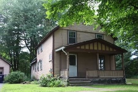 SWEET HOUSE AMHERST/HADLEY BORDER