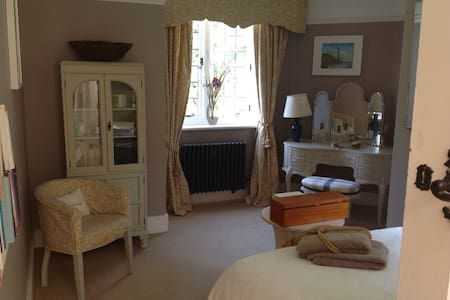 Rooms in a charming Victorian house - Heathfield - House