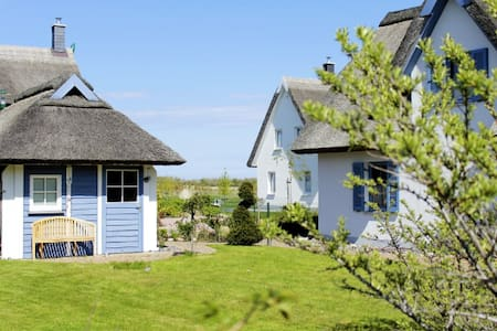 Romantic Luxory Thatched Cottage - Glowe - House