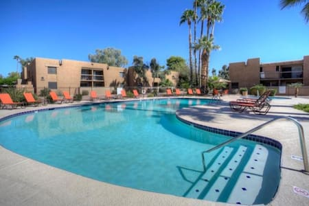 2 BR Close to Old Town w/ Pool View