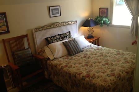 The Garden Room (weekends) - Put-in-Bay - Bed & Breakfast
