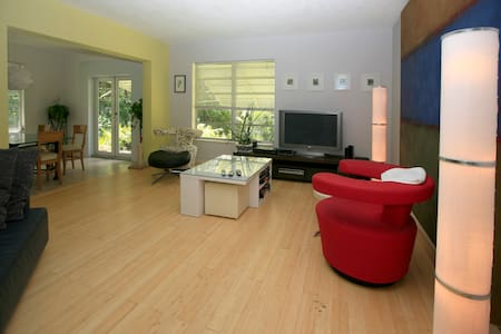 spacious house, great atmosphere - Casa