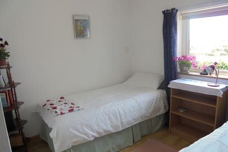 Twin room close to beach - Clifden - Bed & Breakfast