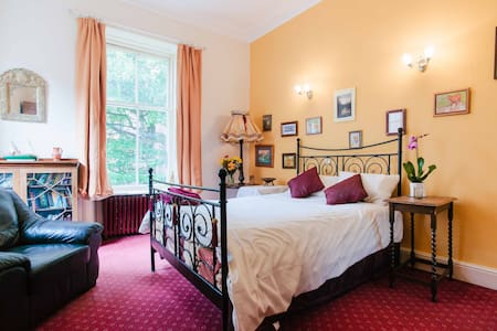 Traditional style double room - Glasgow - Bed & Breakfast