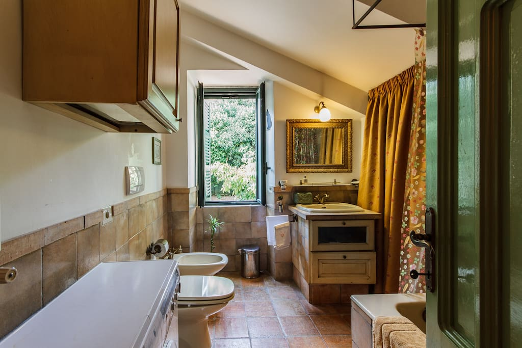 Bathroom with view into the green