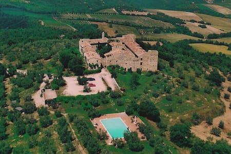 CHARME IN MEDIEVAL CASTLE & POOL! - Marsciano - Castle