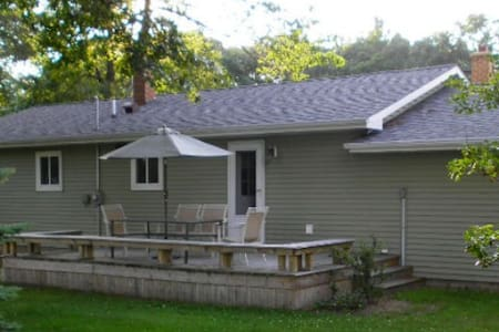 Walking distance to beaches/parks - House