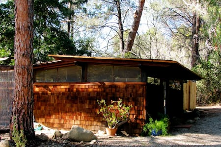 Elegant Wabi Sabi in East End - Ojai - Cottage