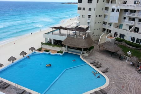 Studio Right on the beach! CANCUN