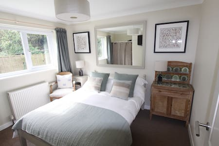 Self contained dble bedroom studio in central Rock - Cornwall - Bungalow