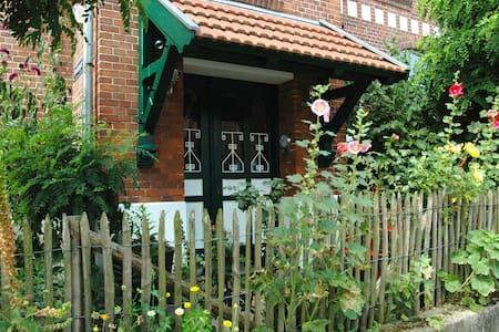 Erholung in Altbauvilla an der Elbe - Villa