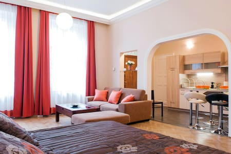 Affordable Luxury & Best Location - Budapest - Apartment