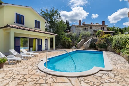 New built 4* villa , 6 km away from the sea - Villa