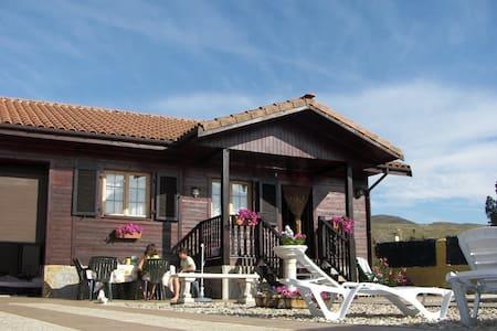 Casa de Madera con Piscina  - Huis