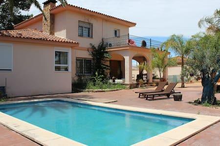 Villa nearby Valencia (14 Km) 250 sq. m. + 8 pax - Villa