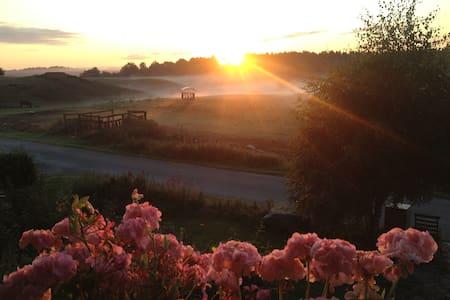 Bondegårds idyl i naturskønt område - Bed & Breakfast
