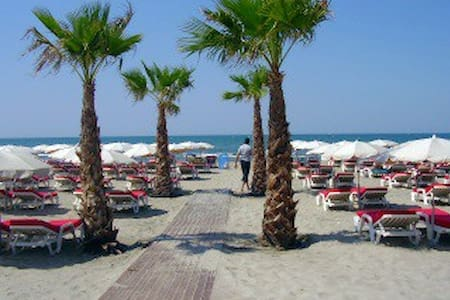 Stylish Grand Studio 3 min to beach