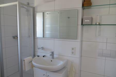 gepflegtes Apartment am Innufer - Passau - Apartamento