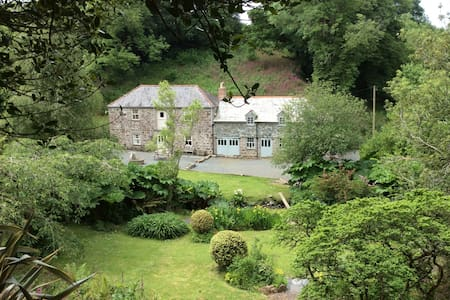 Secluded valley home - Helston