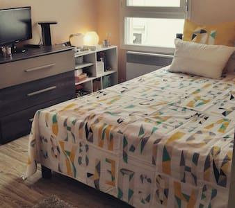 Belle chambre donnant sur terrasse - Apartment