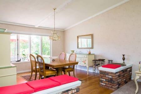 SARATOGA COUNTRY HOME LOVELY ROOM - Szoba reggelivel