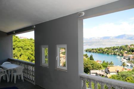 Seaview apartment for 8 - Lägenhet