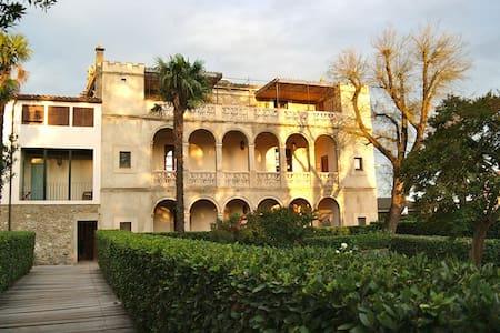 Unique Colonial 13 bedroom villa  - Huvila