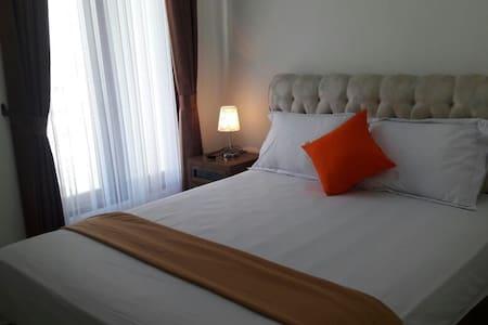 Deluxe Cozy Room Padma Laguna Guest House